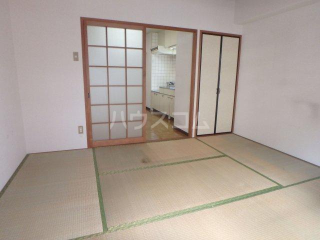 KYUKO第5ビル 4F号室のリビング