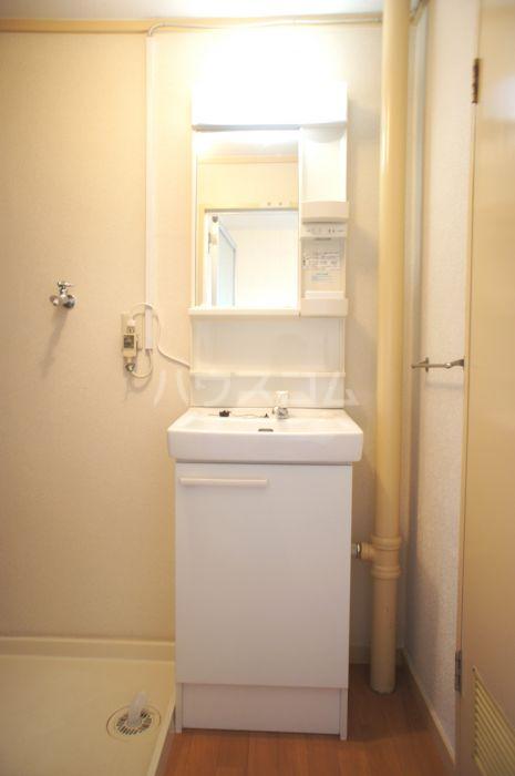 照栄ハイツ 201号室の洗面所