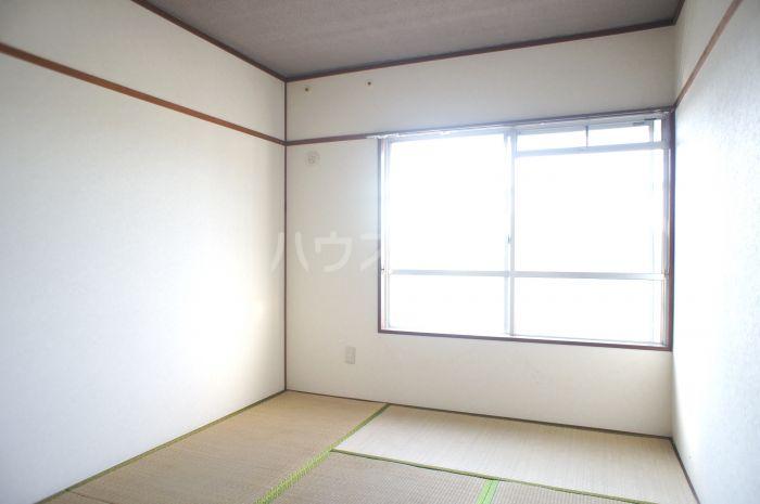 照栄ハイツ 201号室のベッドルーム