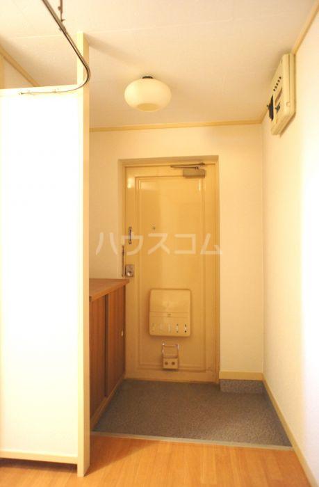 照栄ハイツ 201号室の玄関