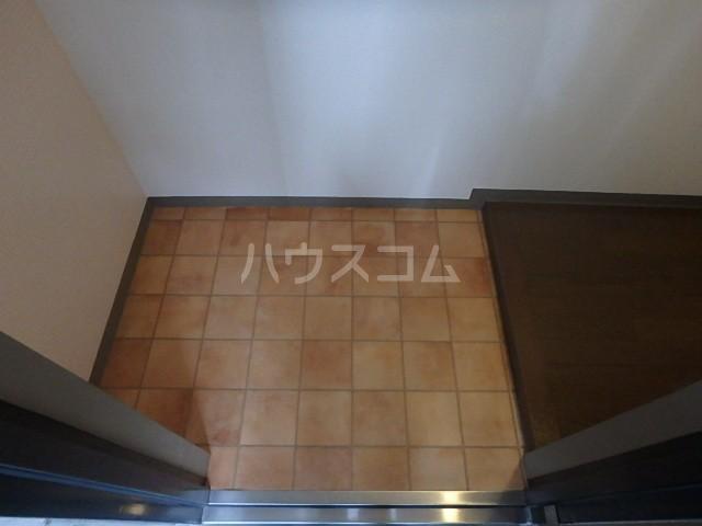 シバタビルディング 201号室の玄関
