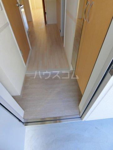 HIKARI 201号室の玄関