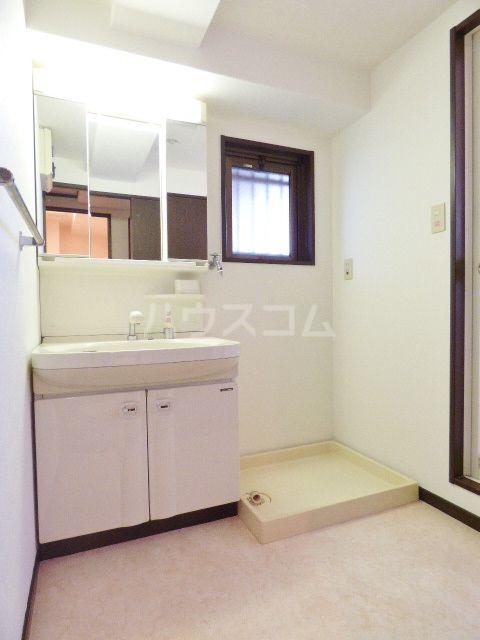 ロマネスク箱崎第3 1201号室の洗面所