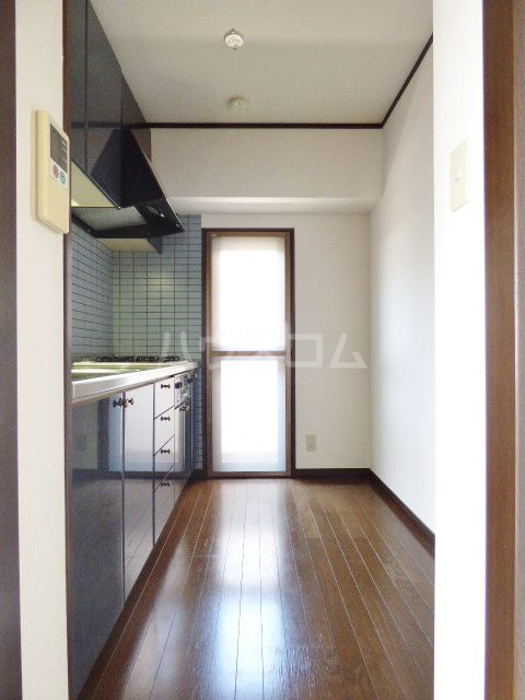 ロマネスク箱崎第3 1201号室のキッチン