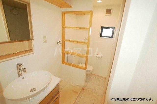 シュプリームメゾンB 103号室のトイレ