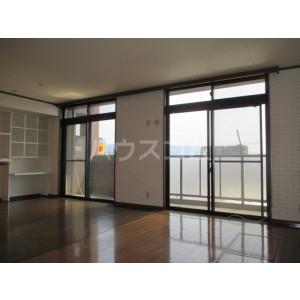 コアマンションルネス空港東 316号室の居室