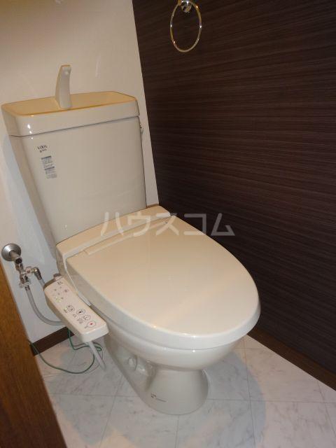 メゾンソレイユ2 202号室のトイレ
