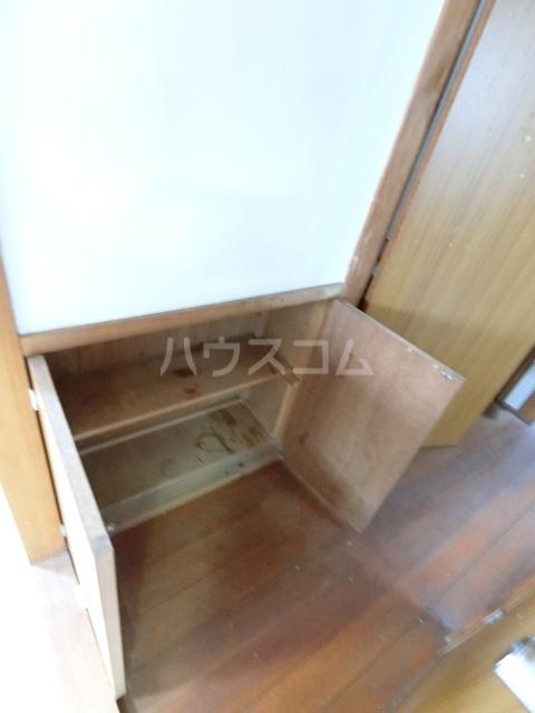 田中荘 203号室の玄関