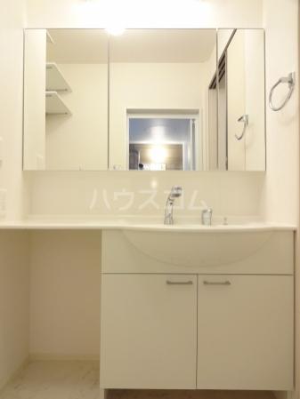 クリスコーラ 102号室の洗面所