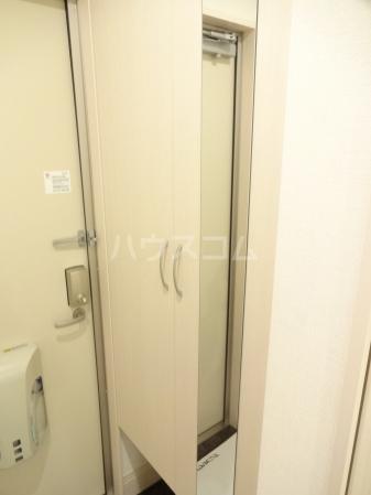 クリスコーラ 102号室の玄関