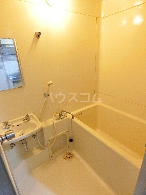 ドミールケンゾー 207号室の風呂