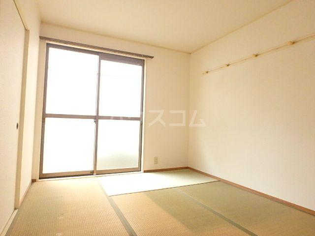 エレガント鬼塚Ⅲ 101号室の居室
