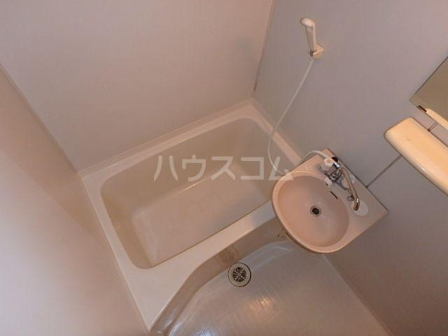 エレガント鬼塚Ⅲ 101号室の風呂