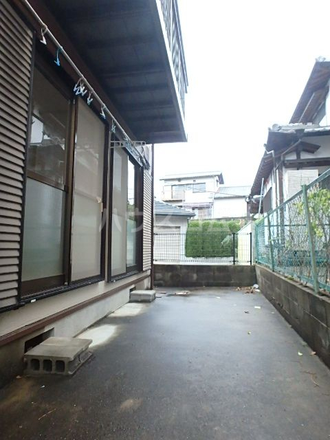 エレガント鬼塚Ⅲ 101号室のバルコニー