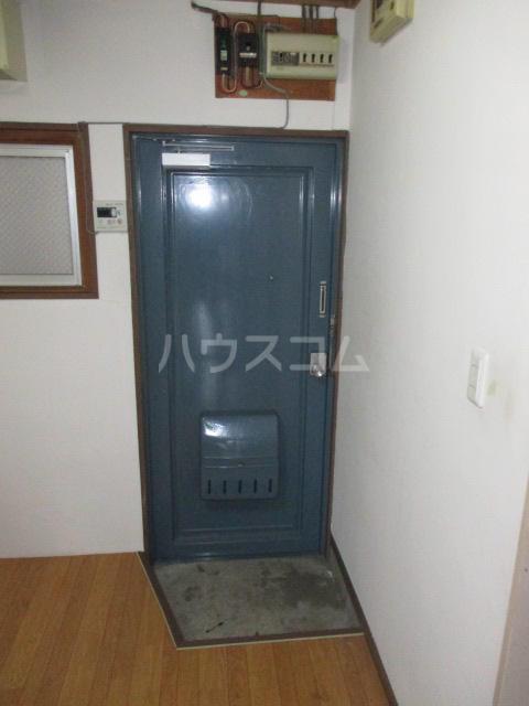 コーポりんせん 301号室の玄関
