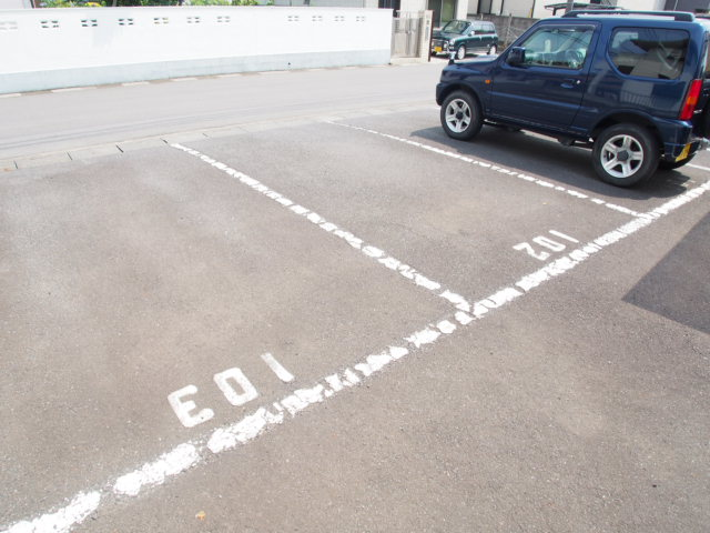 ハピネスC 101号室の駐車場