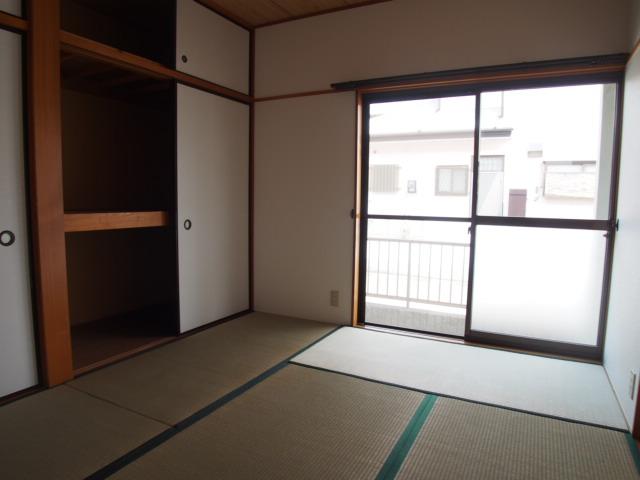 ハピネスC 101号室の居室