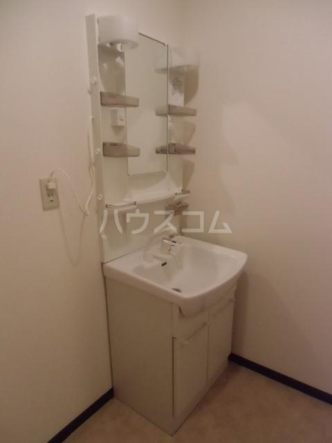 レジデンスマツ 103号室の洗面所