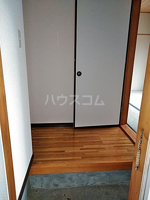 レジデンスマツ 103号室の玄関