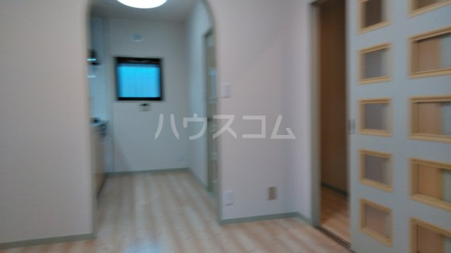 ペアシティ久喜弐番館 303号室のリビング