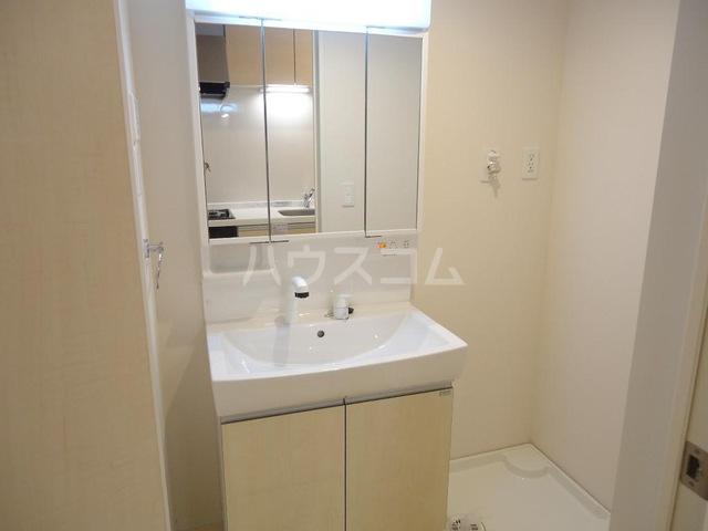 メゾンド・オウサム 105号室の洗面所