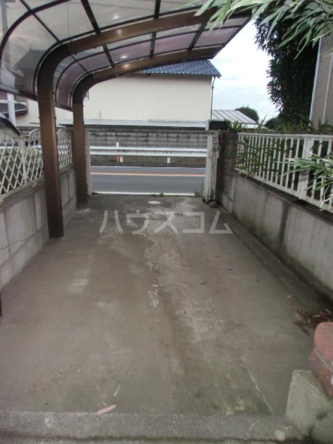 北青柳戸建ての駐車場