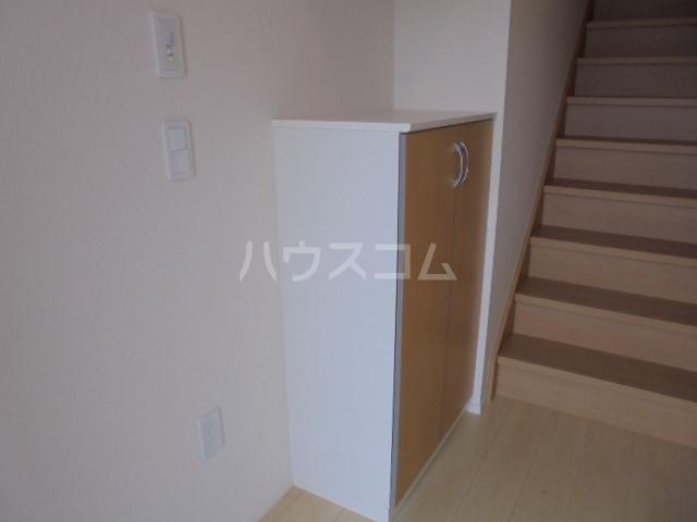 グランベル・ハウス 203号室の玄関