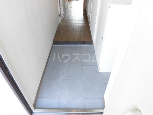 RAINIER 101号室の玄関