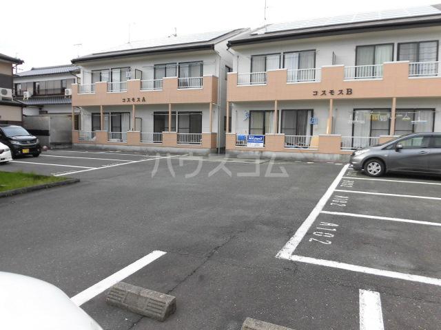 コスモスB 202号室の駐車場