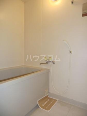 メゾン・ド・ファミーユ 106号室の風呂