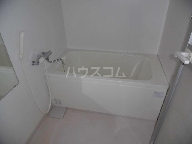 ラフィーネ掛川aⅠ 102号室の風呂