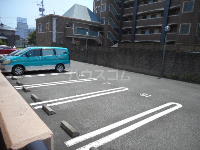 ラフィーネ掛川aⅠ 102号室の駐車場