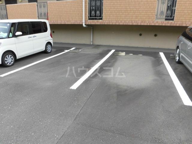 アソシエ 202号室の駐車場