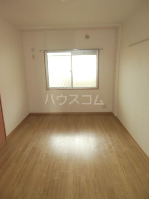 アイヴィ 102号室のベッドルーム