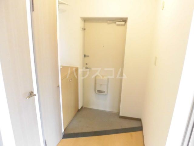 フローリア 105号室の玄関