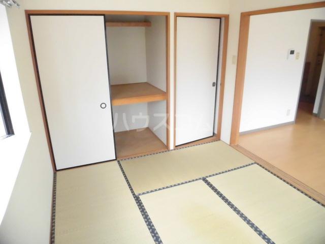 フローリア 105号室の居室