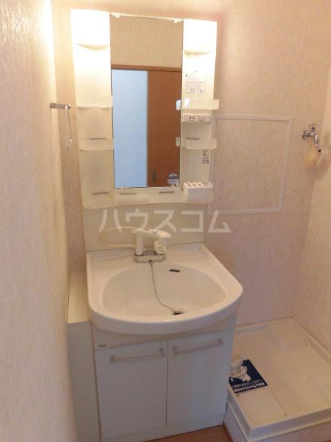 エトワール 201号室の洗面所