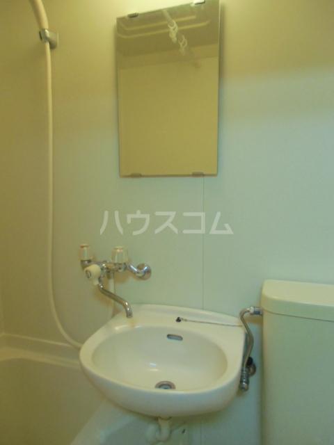 ヒルズM&O 106号室の洗面所