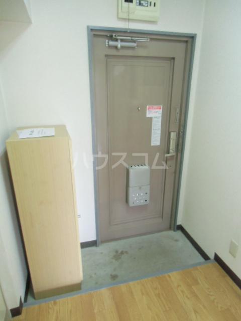 ヒルズM&O 207号室の玄関