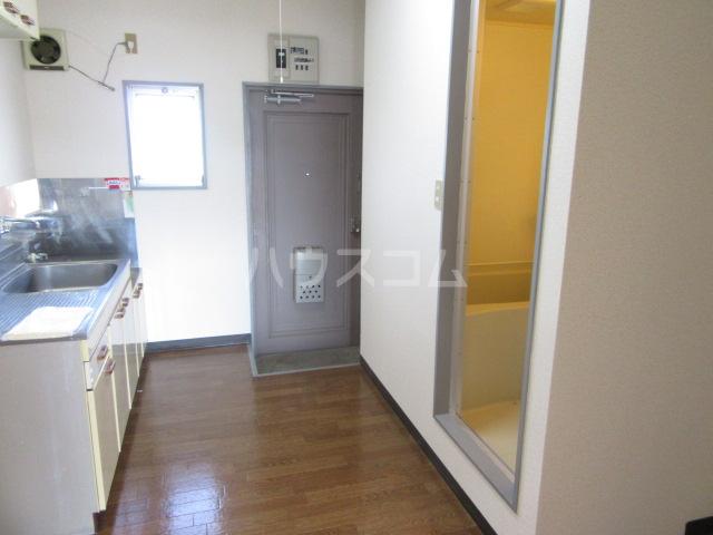 グリーンヒル 402号室の居室
