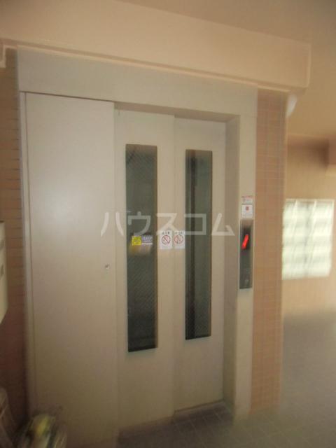 レジデンスHARUMI 403号室のエントランス