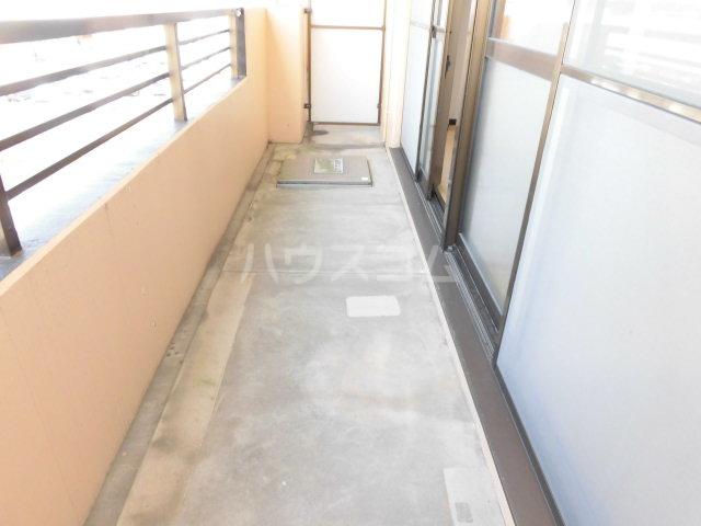 レジデンスHARUMI 403号室のバルコニー