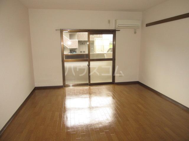 マンションアトランティスⅡ 101号室のリビング