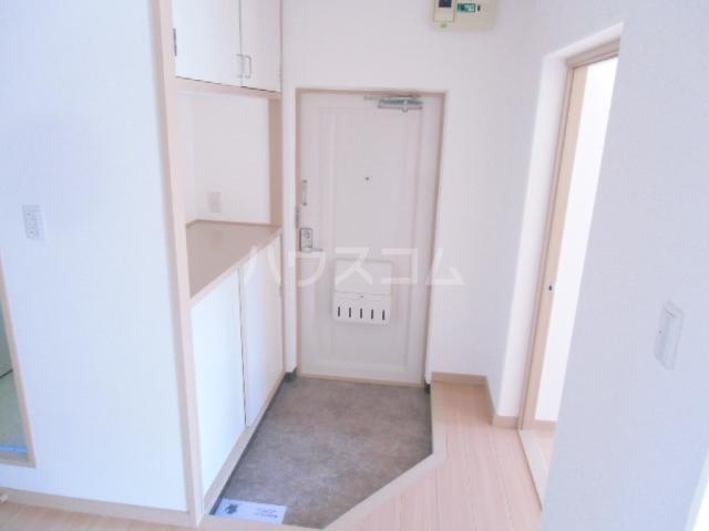 ドミ美 205号室の玄関