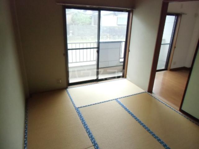 ハイツ青木 203号室の居室