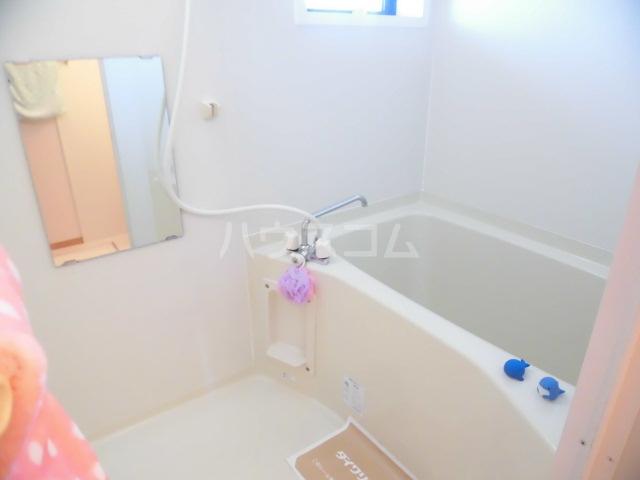 メゾン・ド・リンデン A 101号室の風呂