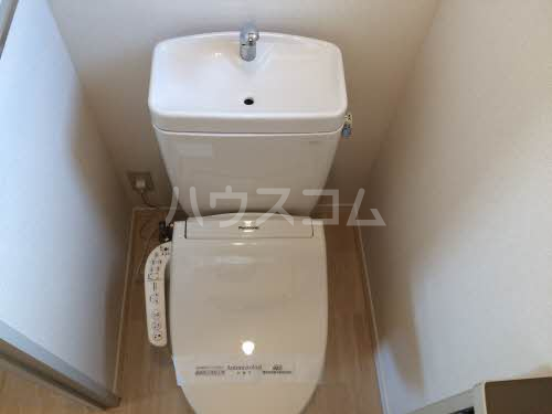 ハイエストハウスA 202号室のトイレ