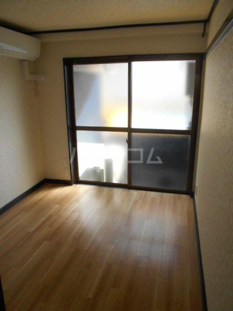 S-ビレッジ島根 202号室の居室