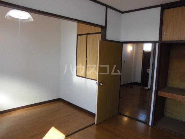 オギハラマンション南棟 201号室のリビング