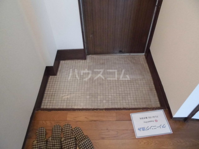 オギハラマンション南棟 201号室の玄関